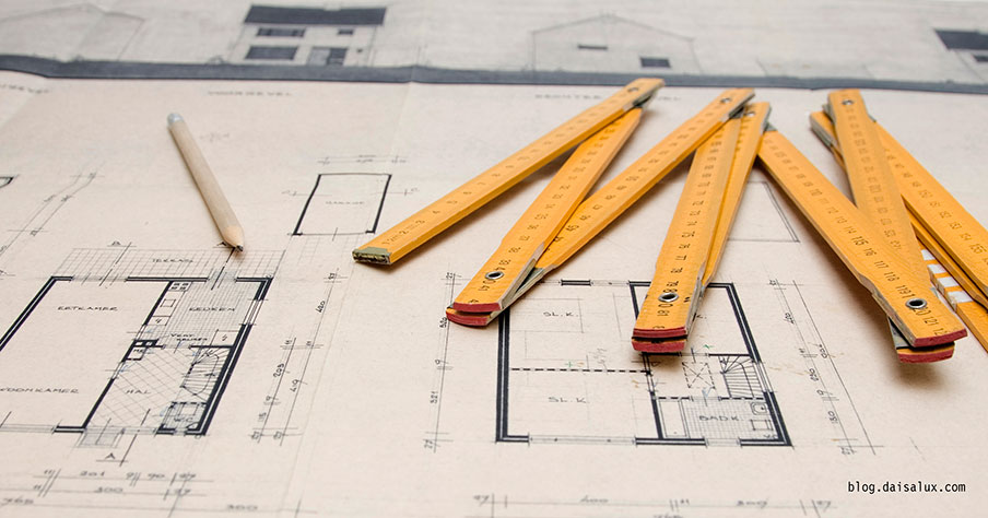 Proyecto arquitectónico sobre papel