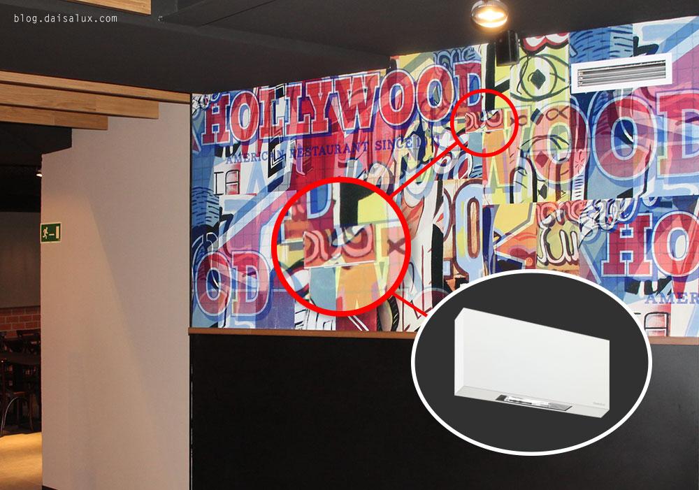 Detalle de la luminaria de emergencia Block en el Foster's Hollywood de Valladolid